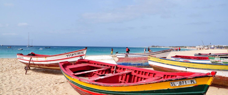 L'île de Sal, au Cap-Vert, est le royaume des plages. De vastes étendues de sable, une mer d'huile et tous les sports de glisse