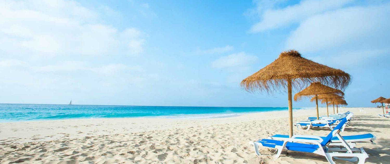 Sublime plage de Santa Maria à l'extrême sud de l'île, de plus de 2 km de long, orientée au Sud-Est et protégée de la houle, sans équivalent dans l'archipel