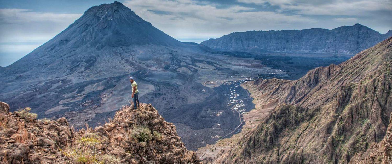 Randonnée sur l'île de Fogo jusqu'au sommet du volcan situé à 2829 mètres, entre 3 et 4 heures de montée et 1 et 2 heures de descente