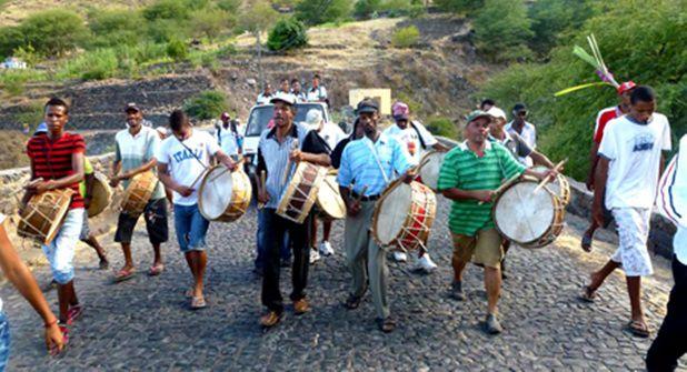 A la découverte d'un dimanche capverdien sur l'île de São Vicente, messe gospel, groupes folkloriques et les danses traditionnelles, groupes musicaux typiques
