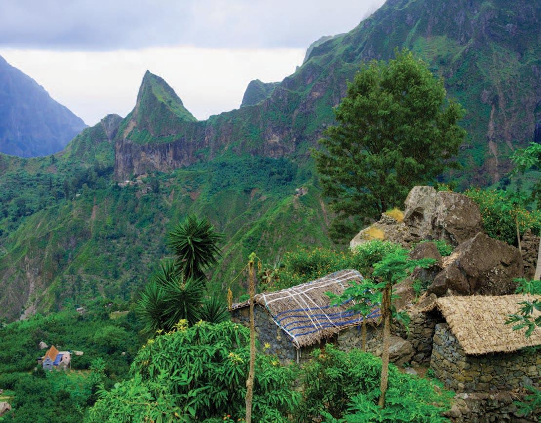 Reliefs volcaniques, sommets abrupts et vallées profondes, en prenant la mythique route de la Corda sur l'Île de Santo Antão, grimpant à plus de 1600 mètres d'altitude, les vues sont plus spectaculaires les unes que les autres
