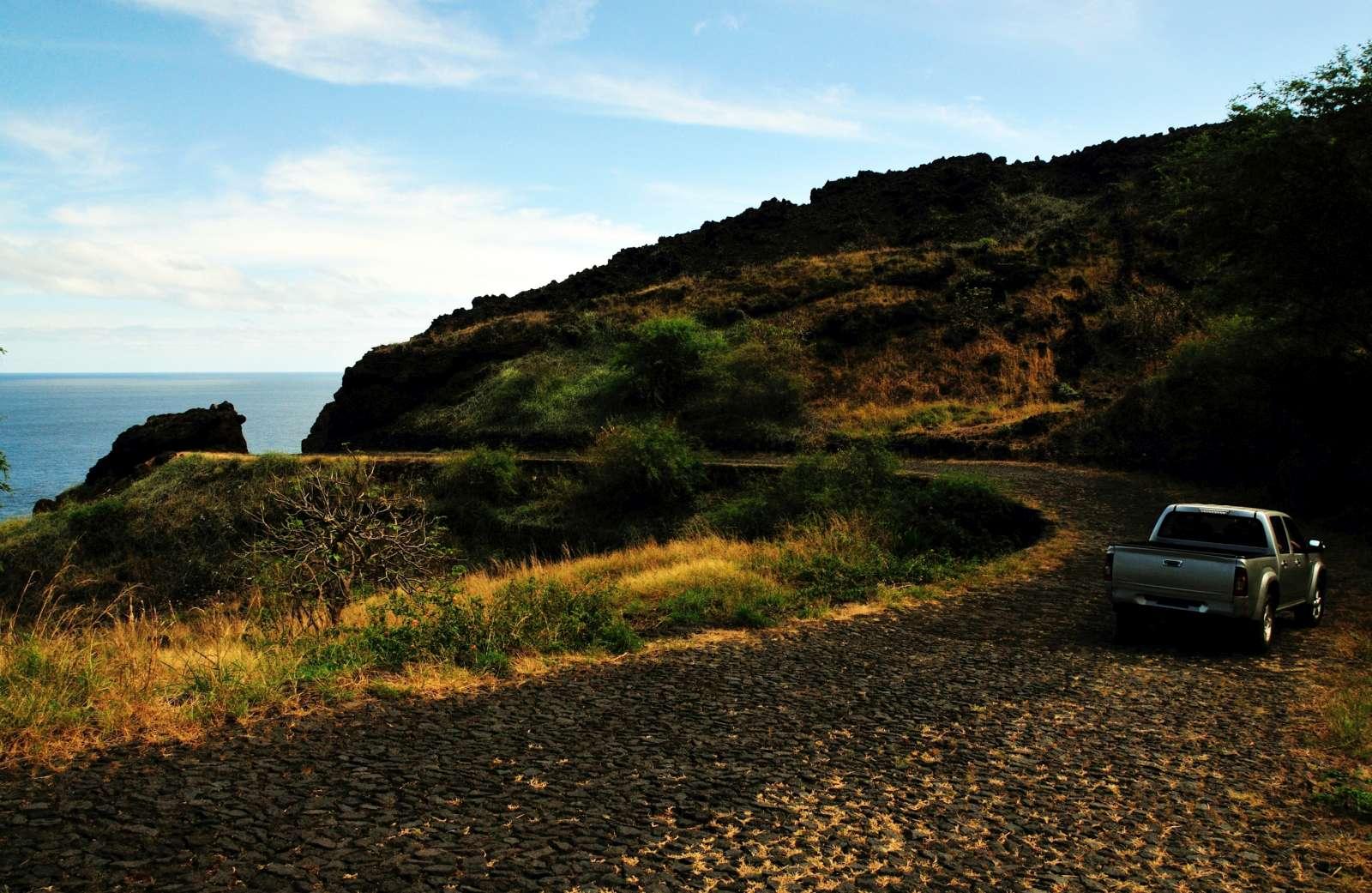 Belle aventure en 4×4 à travers des pistes en terre battue à la rencontre de villages isolés et de paysages volcaniques de l'île de Santo Antão
