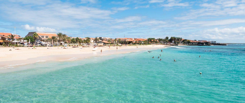 La plage de Santa Maria est l'une des plus abritées de l'île de Sal, la mer peut se montrer houleuse...