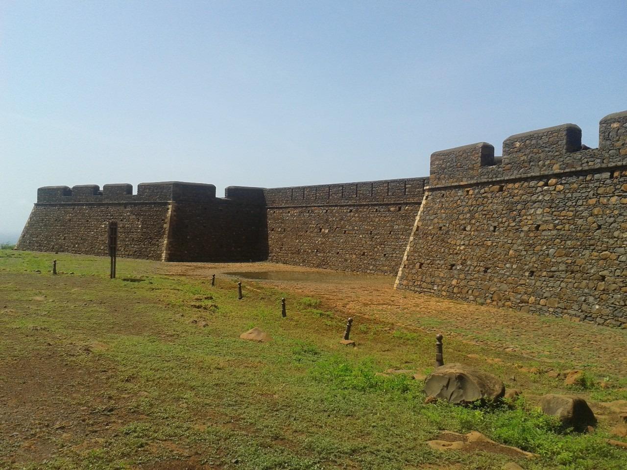 Fort de São Filipe sur l'île de Santiago, construit pour contrer les attaques des pirates et vue panoramique sur la vallée de Ribeira Grande, où se trouve Cidade Velha