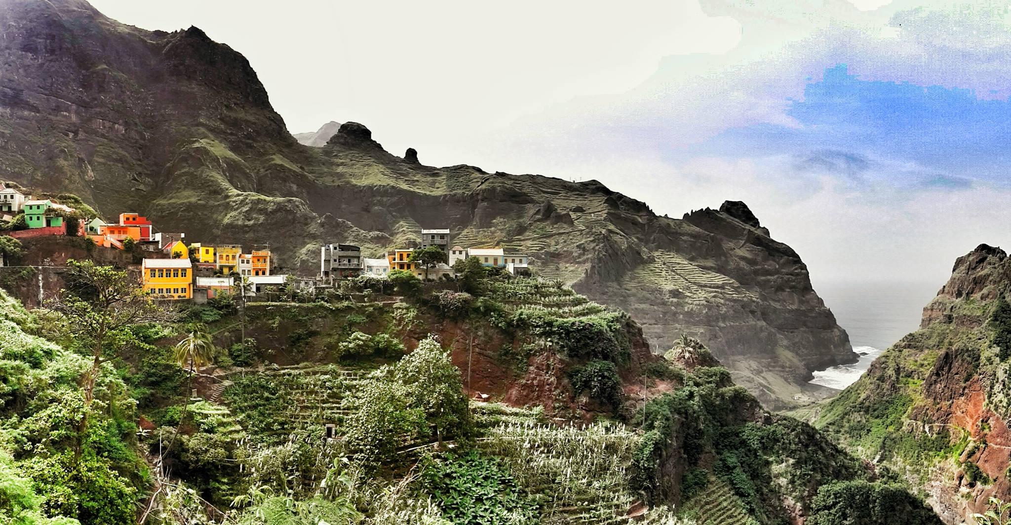 Excursion par la fameuse route de Corda et ses cultures en terrasse au nord et par la route qui longe la côte au sud de l'île de Santo Antão