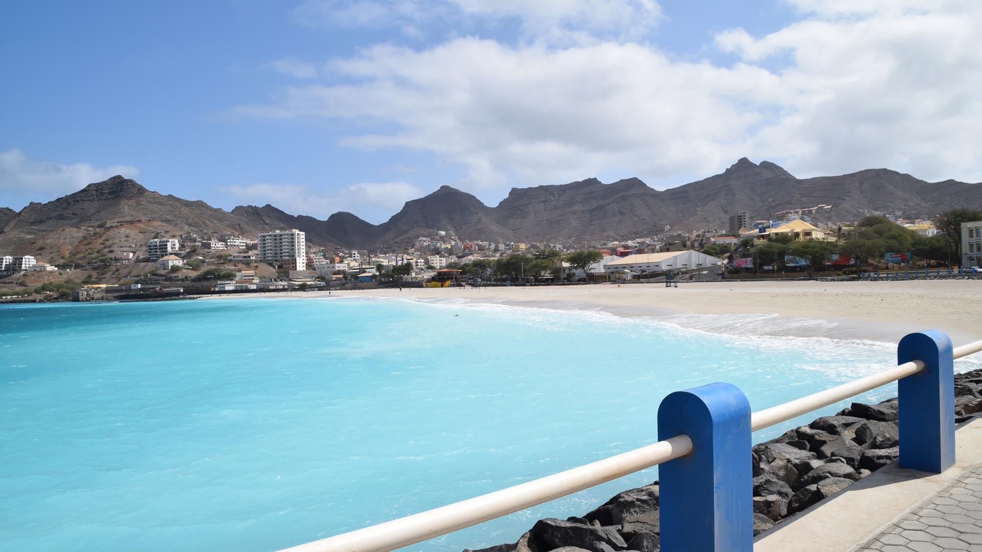 Surnommée le pequeno Brazilim, le petit Brésil, à cause de son carnaval et de sa vie nocturne, São Vicente est la 2ème île la plus peuplée de l'archipel du Cap-Vert